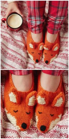 knitted toys These adorable knitted fox patterns have something for everyone. You'll love the knitted fox scarf, knitted fox slippers and the other free patterns too. Small Knitting Projects, Knitting Blogs, Loom Knitting, Knitting Designs, Knitting Socks, Baby Knitting, Gestrickte Booties, Knitted Booties, Knitted Slippers