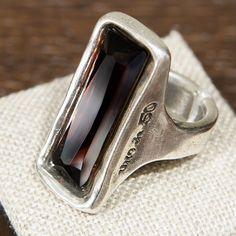 Nuestro anillo 'Aurora Boreal' se convertirá en el amuleto perfecto para un lunes 10. #UNOde50 // Discover our 'Aurora boreal' ring as a charm for a great Monday