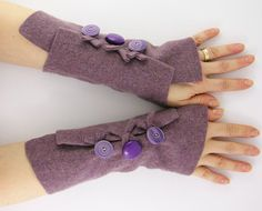 These would be so great for writers. Plus, so cute and, I suspect, easy to make. Up-cycled fingerless gloves arm warmers