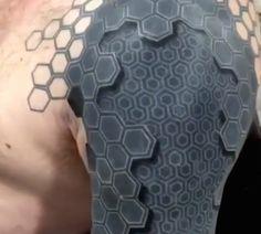 Amazing Tattoo Creates Illusion Of Peeling Skin That Reveals Geometric Patterns - DesignTAXI.com