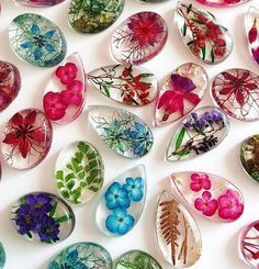 Handmade Resin Jewelry Showcases Exotic & Native Australian Flowers Artist and owner of Ocean Petals Art Studio, Jasenka decided to leave behind her professional career as a forestry and IT. Diy Resin Crafts, Diy Crafts For Kids, Jewelry Crafts, Arts And Crafts, Handmade Jewelry, Stick Crafts, Jewelry Art, Beaded Jewelry, Resin Jewlery