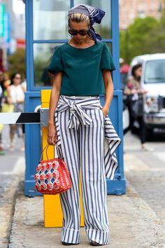 Одежда в черно-белую полоску: фото лучших моделей для города | Vogue
