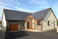New build 4 Bed Detached House to rent in Saundersfoot Pembrokeshire Available from Now. Off road parking. Bungalow Porch, Dormer Bungalow, Bungalow Exterior, Bungalow House Design, Bungalow Designs, Bungalow Ideas, House Front Door, House With Porch, Front Porch
