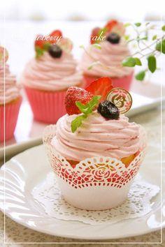 ⁂苺のデコレーションカップケーキ⁂/クリームだけロールケーキに使った。さっぱり味。