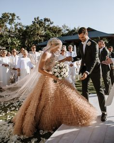 Tendance Robe du mariée Blush wedding dresses get us every time. Who else is a fan of this gorgeous Dior Dior Wedding Dresses, Stunning Wedding Dresses, Wedding Gowns, Bridesmaid Dresses, Wedding Dress Not White, Star Wedding, Dream Wedding, Wedding Things, Dress Dior