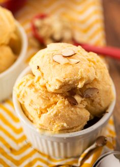 This peach and toasted almond ice cream is easier to make than you think! The ice cream is packed full of peach flavor; as if you& eating an actual peach! Ice Cream Desserts, Ice Cream Flavors, Frozen Desserts, Ice Cream Recipes, Frozen Treats, Best Dessert Recipes, Sweet Recipes, Easy Recipes, Almond Ice Cream
