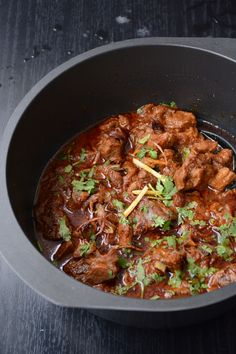 Gosht Durbari (Lamb Curry slow cooked with Yoghurt, Fried Onions and Spices) - a delicious slow cooked lamb curry with fried onions, yoghurt and spices. Lamb Recipes, Spicy Recipes, Curry Recipes, Meat Recipes, Indian Food Recipes, Asian Recipes, Slow Cooker Recipes, Chicken Recipes, Cooking Recipes