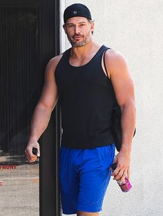 Star Tracks: Wednesday, August 13, 2014 | TAKING SHAPE | Is it hot in here, or is it just us? Joe Manganiello shows off his ripped arms on his way into a Los Angeles gym on Tuesday.