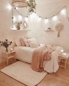 93 Cute Dorm Room Decor Ideas On This Page That We Just Love 57 Dorm Room Decor Ideas Cute decor dorm ideas love page room Dorm Room Designs, Cute Dorm Rooms, Aesthetic Room Decor, Cozy Room, Room Decor Bedroom, Bedroom Ideas, Bedroom Inspo, Teen Bedroom, Master Bedroom