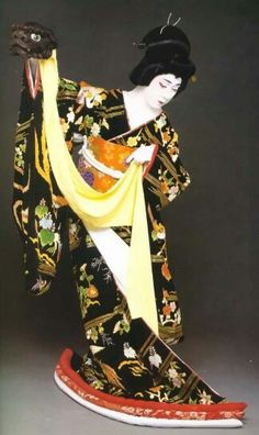 National Living Treasure of Japan as an Kabuki actor, BANDO Tamasaburo 坂東玉三郎(人間国宝) Japanese Prints, Japanese Kimono, Japanese Mask, Yukata, Living Treasures, Art Asiatique, Art Japonais, Japanese Beauty, Asian Beauty