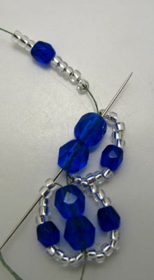 Flat Spiral Tutorial | This one is slightly different as it picks up two of the seed beads along outside loops #Seed #Bead #Tutorials