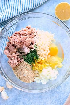 Lemon Garlic Tuna Cakes Recipe How to make the best tuna cakes. Canned Tuna Recipes, Fish Recipes, Seafood Recipes, Cooking Recipes, Healthy Recipes, Healthy Options, Recipies, Tuna Burgers, Tuna Patties