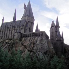 Ok - so want to go here at Universal Studios in Florida - Hogwart's Castle at the Wizarding World of Harry Potter Harry Potter Florida, Harry Potter Day, Harry Potter Films, Hogwarts, Slytherin, Universal Studios, Universal Orlando, Travel Destinations, Romantic Destinations