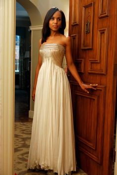 Kerry Washington (Scandal) wearing a stunning cream strapless gown with a gold metallic embellished bodice.  She looks absolutely STUNNING!    This was the gown she was wearing when President Grant was shot at his Birthday Gala.