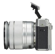 Die Fujifilm X-A10 ist eine spiegellose Systemkamera, deren APS-C-Sensor 16,3 Megapixel aufnimmt. Sie verfügt über WLAN, kann mit einem klappbaren Display aber vor allem durch