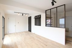 WINDOW/窓/室内窓/アイアン/木枠/格子窓/パーテーション/リノベーション/FieldGarage Inc./design by フィールドガレージ Small Space Living, Small Rooms, Glass Wall Design, Natural Interior, Japanese Interior, House Rooms, Building Design, Home Projects, House Plans