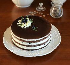 Čokoládový dort se zrcadlovou polevou a borůvkami | jentaksiupect.cz Vanilla Cake, Panna Cotta, Cheesecake, Food And Drink, Pudding, Sweets, Ethnic Recipes, Desserts, Blog