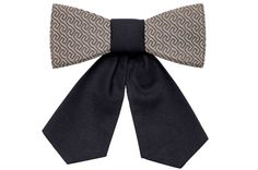 The Aliqa is a traveler - the bow tie designed to explore the world. Whether you go for romantic walks through the streets of Paris or looking for the best pizza in New York, the Aliqa will gladly travel with you. Visit Sydney, Tel Aviv and Berlin. This is exactly what the Aliqa is – a world traveler. New York Pizza, Visit Sydney, Wooden Bow Tie, Paris Street, World Traveler, Elegant, Personal Style, Butterfly, Bows