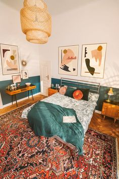 This cozy and bright bedroom belongs to artist Jan Skacelik. You can see his abstract creations along with midcentury modern designs artist Jan Skacelik Art - Original abstract paintings and art prints 70s Bedroom, Mid Century Modern Bedroom, Bedroom Vintage, Home Decor Bedroom, Midcentury Modern, Interior Wall Colors, Interior Design, 70s Home Decor, Aesthetic Bedroom