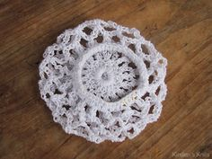 Pattern - Ballerina Bun Cover This cute and simple bun cover is perfect for ballerinas and dancers o Crochet Stitches Patterns, Thread Crochet, Love Crochet, Crochet Gifts, Crochet For Kids, Crochet Flowers, Crochet Hooks, Hat Patterns, Crochet Snood