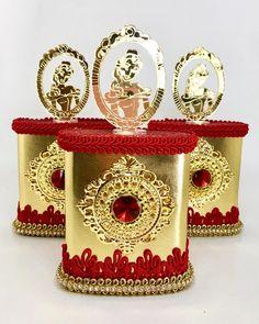 Chocotubes decorados com muito luxo para Helena celebrar seu primeiro aninho! #festaabelaeafera #personalizadosabelaeafera