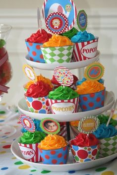 Cupcakes at a Circus Party #circus #partycupcakes. Destiny and Tat'yana birthday party July 2013!!!