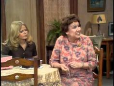 All in the Family - Edith the Judge Jean Stapleton, Carroll O'connor, Archie Bunker, 70s Tv Shows, All In The Family, Moving Pictures, Commercial, Actresses, Nice