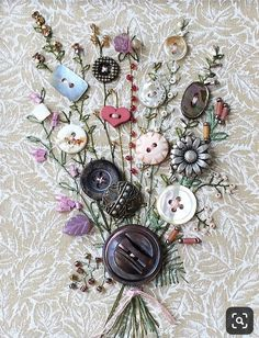 Dried flowers and buttons on fabric to make an arrangement - Nähideen - unique crafts Fabric Art, Fabric Crafts, Sewing Crafts, Sewing Projects, Craft Projects, Paper Crafts, Embroidery Stitches, Embroidery Patterns, Ribbon Embroidery
