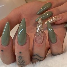 Pretty stiletto nsils Green and gold glitter stiletto nails Stylish Nails, Trendy Nails, Cute Nails, Best Acrylic Nails, Acrylic Nail Designs, Acrylic Nails Green, Green Nail Designs, Green Nail Art, Olive Nails