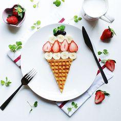 waffleemoji * igで見かけたアイスクリーム風なワッフル。 娘ちゃんとおやつに頂きましたemoji *