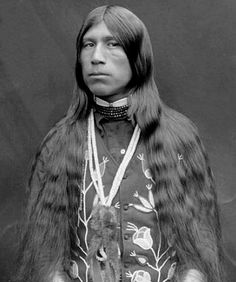 Warm Springs Apache brave. Photographed by Major Lee Moorhouse American Indian Art, Native American History, Native American Images, Native American Tribes, Native American Beauty, Apache Indian, Red Indian, Native Indian, Indian Style