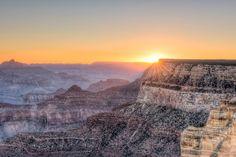 Lugares fantásticos para ver o sol nascer GRAND CANYON, ARIZONA, EUA O deserto oferece lindas matizes para as cores do sol, especialmente em Maricopa, Hopi e Mather