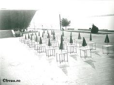 """Galați : Simetrii matinale : (Dimineața pe Falezăi) / Năstase Marin .- Galaţi, 1970. Imagine din colecțiile Bibliotecii """"V.A. Urechia"""" Galați."""