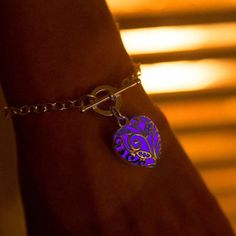 Looking for something unique? This is it! :) Unique & beautiful bracelet for Magic and Fairy lovers. Alloy pendant with illumines filling inside. Glows in the dark after short exposure to direct sun o