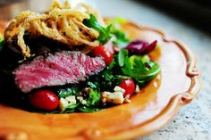 Big Steak Salad There are few things I love more than a big green salad with sliced grilled steak on top. Whenever Marlboro Man and I land at this steakhouse or that, I'm always drawn to the steak salads on … Steaks, Big Steak, Flank Steak, Steak Salat, Pioneer Woman Recipes, Pioneer Women, Ree Drummond, Soup And Salad, Along The Way