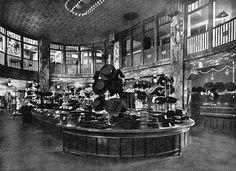 Die Friedrichstraßenpassage war damals nach der Kaiserpassage die zweitgrößte Einkaufspassage der Stadt. Der Komplex besaß ein eigenes Rohrpostsystem. Berlin, um 1910. o.p.