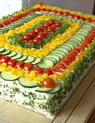 Sandwich Cake | Pinei mais para guardar a referência visual de decoração - fica muito bonito para aquelas tortas frias de pão.