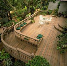 Área externa com o trabalho feito todo em madeira. / Outdoor area with all wood work done.
