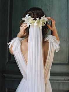 Orchid bridal comb from the SS17 Liv Hart accessories collection with long veil