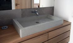 Sind Sie auf der Suche nach einer einzigartigen Waschgelegenheit? Wir empfehlen Ihnen ein Waschbecken aus Beton - einem Naturmaterial, das sehr schön sein kann und ein anspruchsvolles Design erlaubt. Sie können sich Ihre Platte aus unserem Sortiment aussuchen oder wir fertigen Ihnen eine ganz nach Ihren Wünschen an.