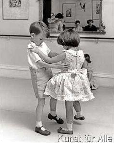 John Drysdale - Zwei Kinder tanzen