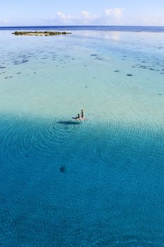 Paddling in the lagoon of Moorea
