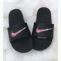 Designer Clothes, Shoes & Bags for Women Cute Nike Shoes, Cute Nikes, Nike Slippers, Womens Slippers, Jordan Shoes Girls, Girls Shoes, Zapatillas Louis Vuitton, Sneakers Fashion, Fashion Shoes
