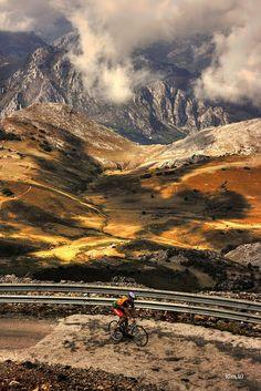 """Un espectáculo para la vista y un reto personal """"Anillo Ciclista de la Montaña Central de Asturias"""" ¿Te lo vas a perder? + Info:  http://puertadeasturias.es/blog-turismo-asturias/anillo-ciclista-montana-central-de-asturias-etapa-3"""