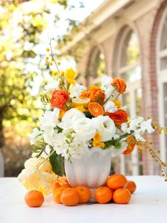 The spring decorating experts at HGTV.com share 25 Easter decorating ideas to brighten up your home indoors and out.