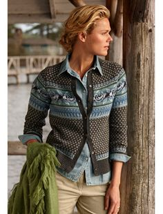 Fair Isle Cardigan ~ Inspiration for patterning crosses/dots Fair Isle Knitting Patterns, Fair Isle Pattern, Knit Patterns, Punto Fair Isle, Fair Isles, Pulls, Knit Cardigan, Lana, Beanies