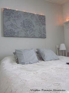 """Käyttäjän """"outimariasiponen"""" makuuhuonessa on romanttinen tunnelma taulun ja herkän pitsipeiton ansiosta. #styleroom #inspiroivakoti #makuuhuone #romanttinen"""