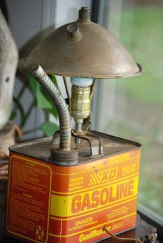 Rat Rod Desk Lamp Upcycled from Vintage Gas Can and Brass Headlight Housing as the Shade Pipe Lighting, Rustic Lighting, Industrial Lighting, Vintage Lighting, Car Part Furniture, Automotive Furniture, Automotive Decor, Desk Light, Lamp Light