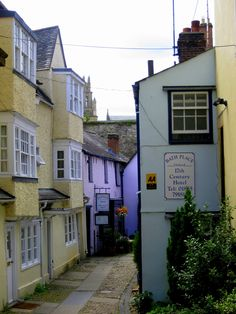 Bath Place is a small street in Oxford, which hides Turf Tavern, one of the best pubs in Oxford.