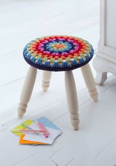 crochet with nautical rope! How to crochet a Round Stool Cover Crochet Round, Love Crochet, Crochet Hooks, Crochet Home Decor, Crochet Crafts, Crochet Projects, Stool Cover Crochet, Bar Stool Covers, Chair Covers